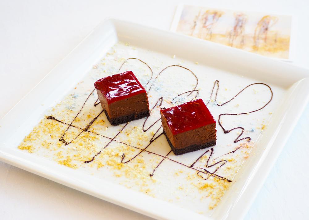 チョコレートのムースとフランボワーズのジュレ